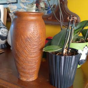 Clay vase with leaf print